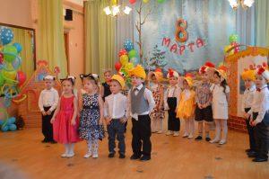 Конспект праздника для младшего и среднего возраста, посвященный 8 Марта.